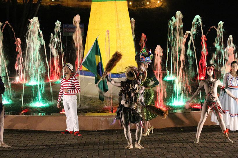 Festival de danças regionais em Foz do Iguaçu