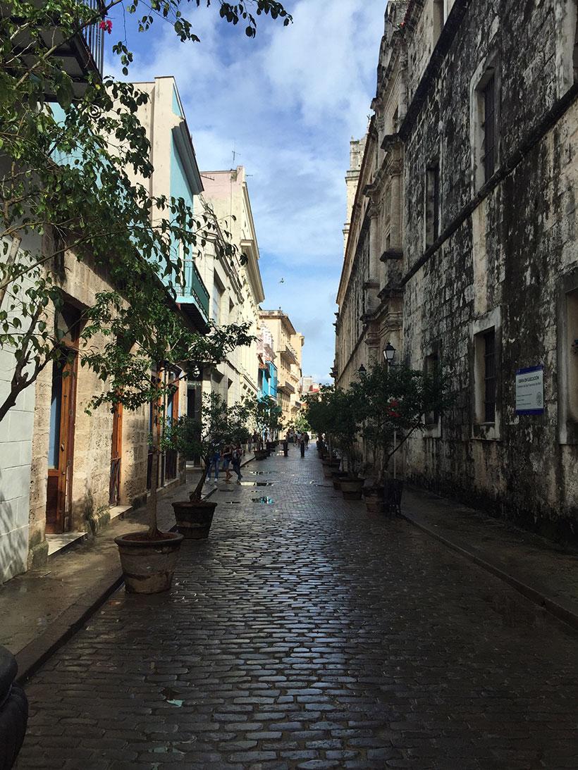 Apenas uma bela rua do centro de Havana
