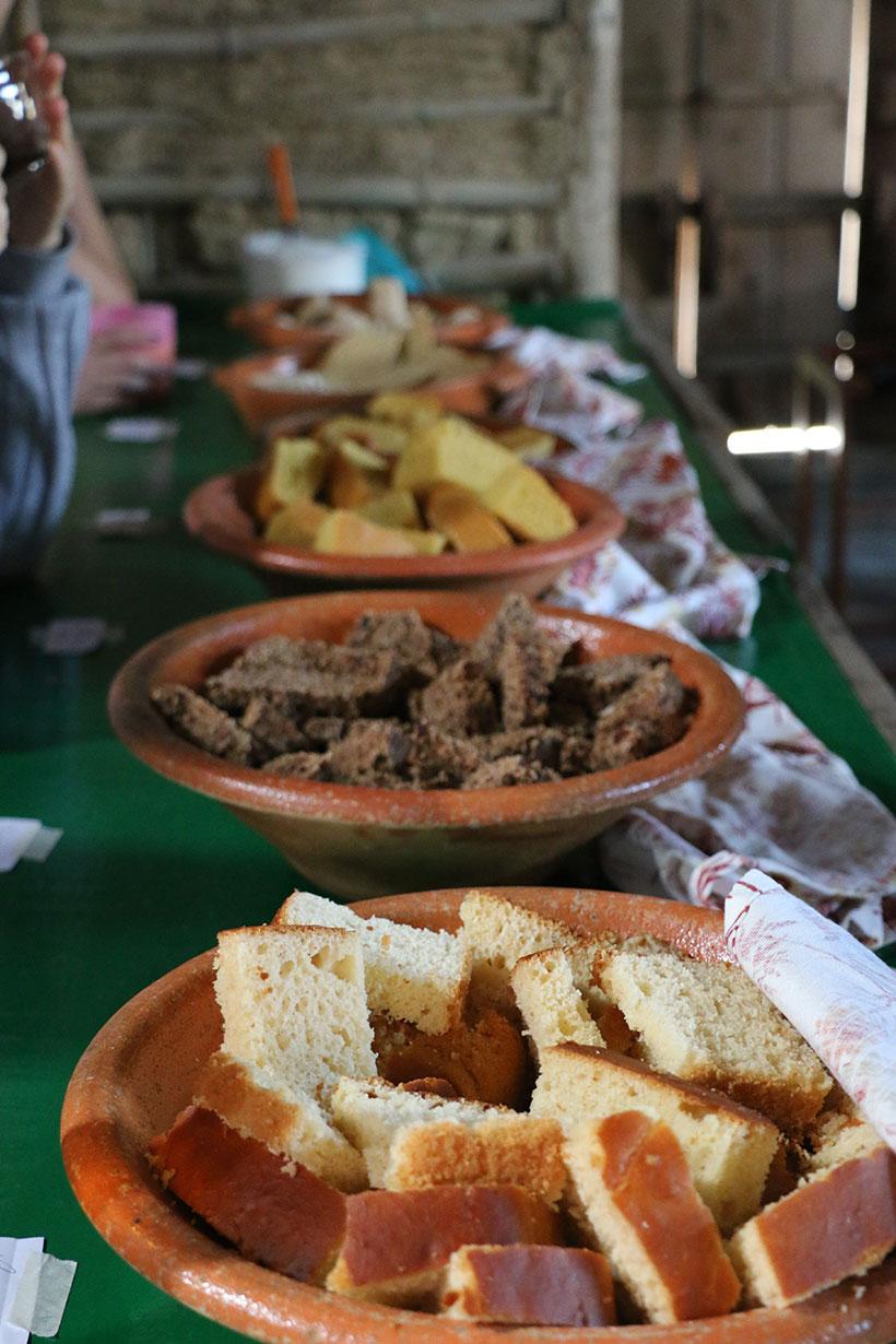 Quitandas produzidas com mandioca, butiá e outros elementos regionais