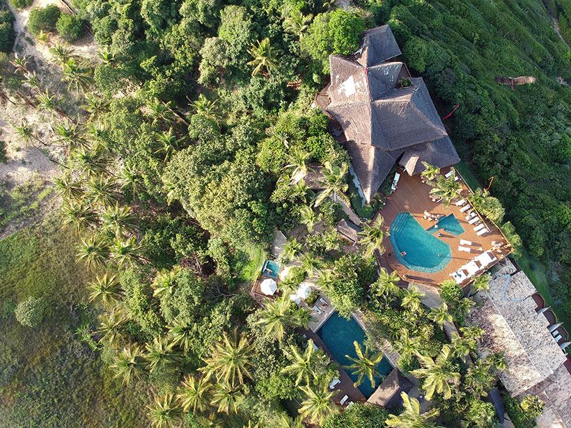 Vista aérea do Hotel Sombra e Água Fresca, na Praia da Pipa - RN