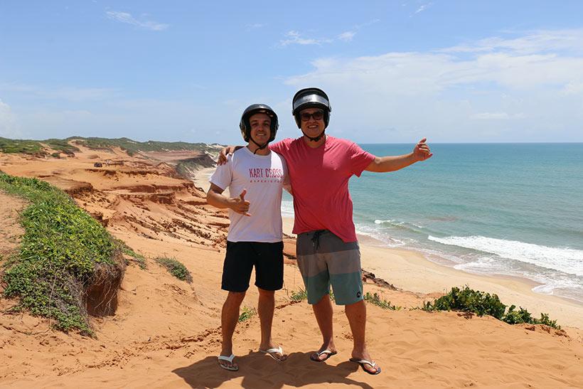 Paradas no Mirante Praia do Amor e Pedra da Pipa, passando pela Praia das Minas, Falésias, Morro Vermelho