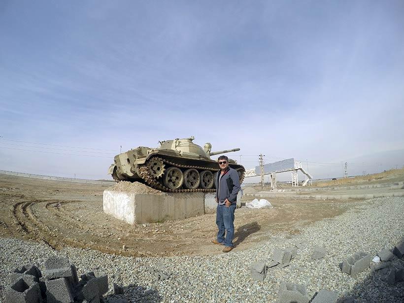 Tanque de guerra próximo ao aeroporto de Teerã