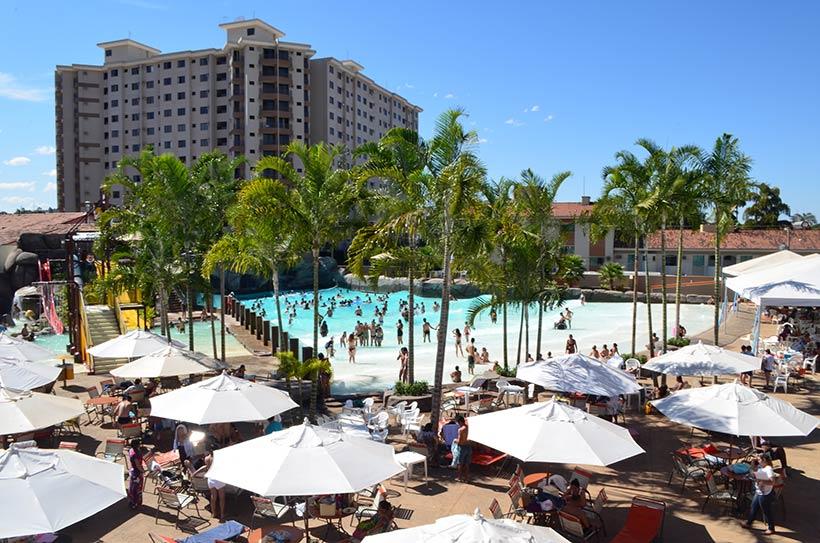 Dia no parque aquático do hotel